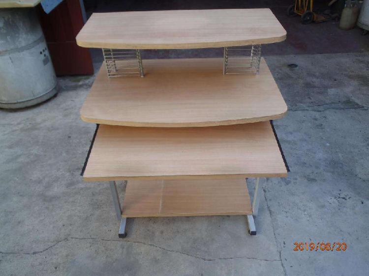 Mesa escritorio para computadora cuatro estantes usada