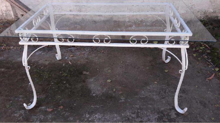 Mesa hierro con tapa vidrio grueso.. mide 1.60 x 0.90 x 0.80