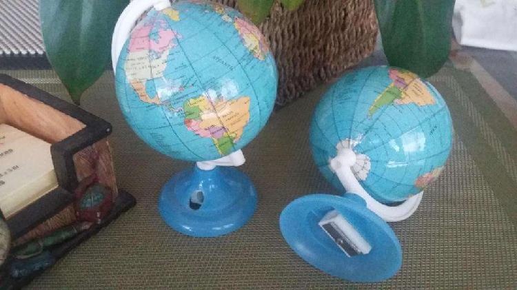 Sacapuntas de mesa mapamundi / globo terráqueo giratorio