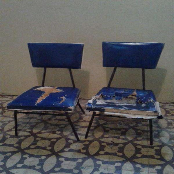 Vendo 2 sillas antiguas estilo americano, a retapizar