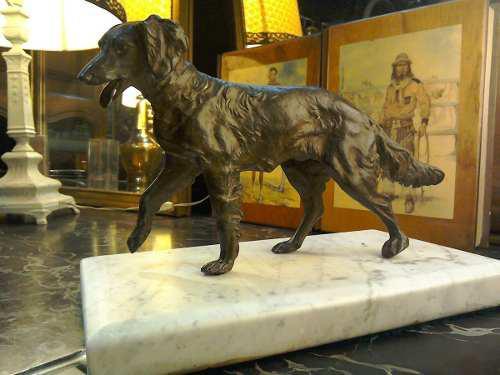 Antigua figura, perro de bronce macizo