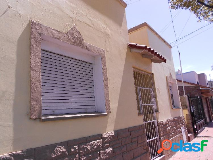 Casa apta para dos familias. barrio san josé
