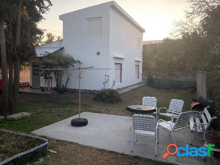 Dúplex en venta barrio villa domínguez....