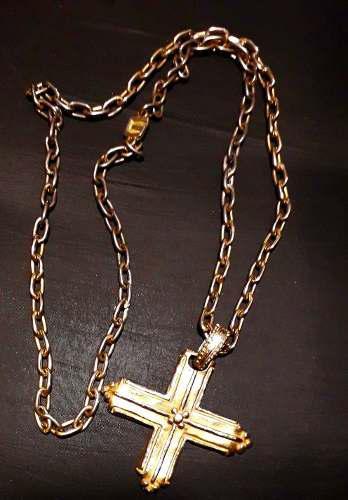 Antigua cruz y cadena de bronce