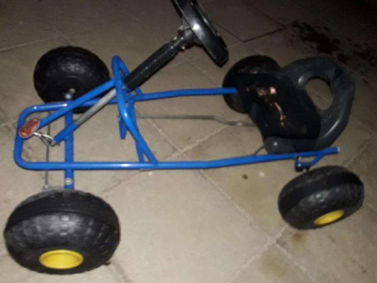 Auto a pedal para niños