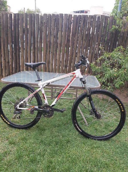 Bicicleta gt avalanche 3.0 r26