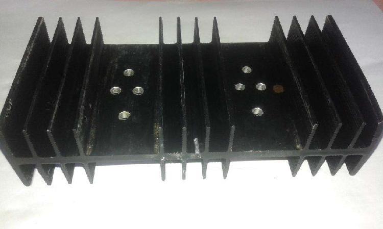 Disipador de aluminio para transistores de 14x7,5x4 cm -