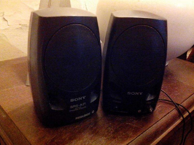 Parlantes Sony srs a-21, lleva 4 pilas AA.