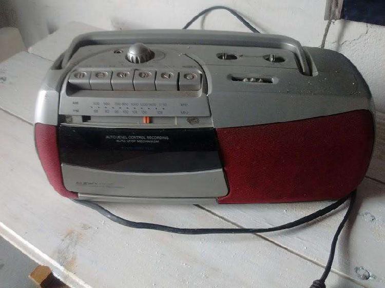 Radio grabador audiologic funcionando funciona a pilas y a