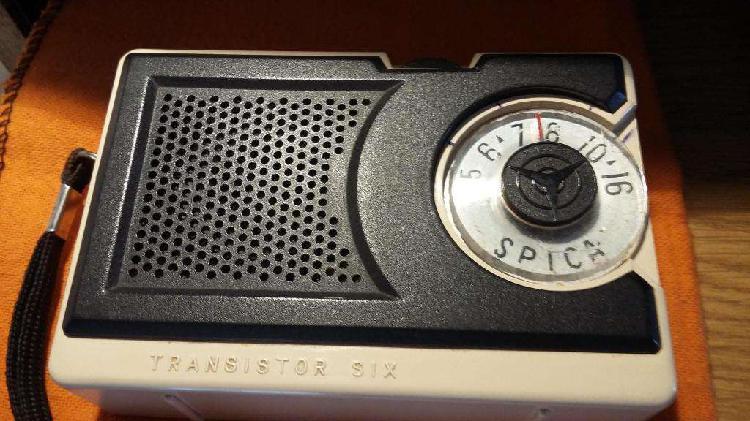 Vendo antigua radio transistor spica.