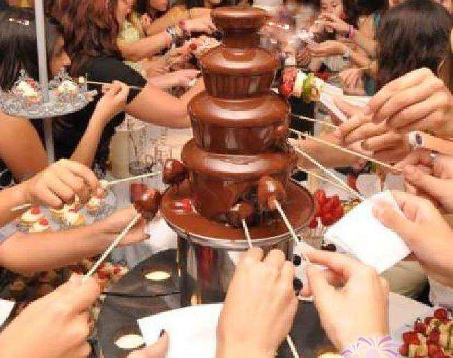 CASCADA DE CHOCOLATE Y QUESO