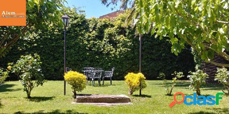 Venta chalet 3 dormitorios- Gge quincho para 4 autos. Jardín! 2