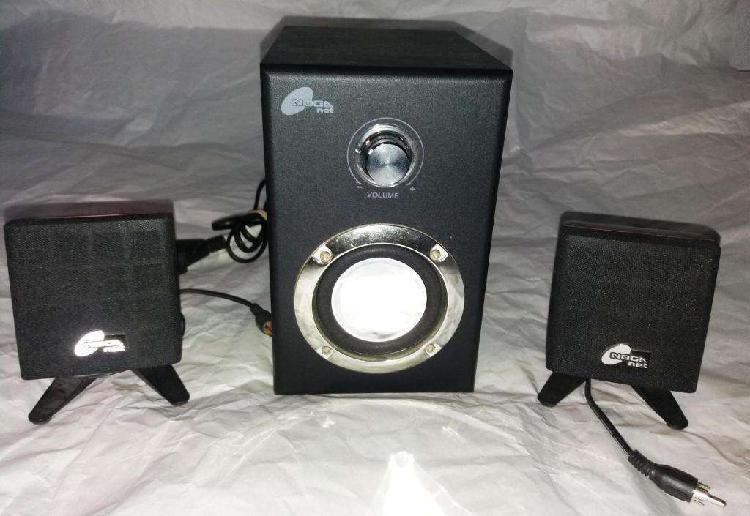 Sistema de parlantes multimedia para pc.