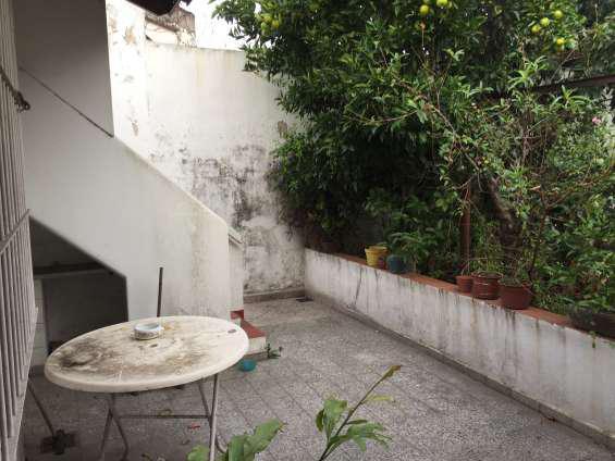 Casa en bloque o 3 ph con garaje y fondo c/parrilla