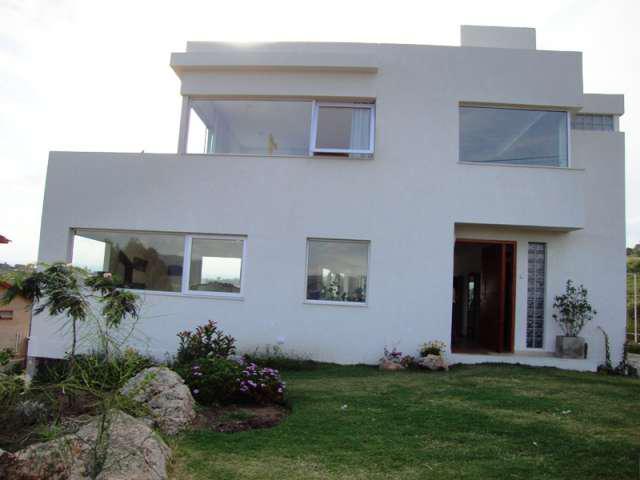 Excelente casa de categoría, con gran vista al lago, villa