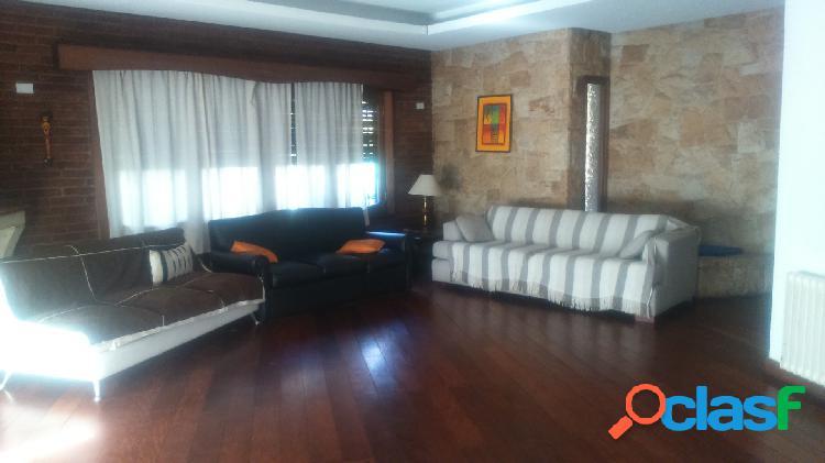 Chalet 4 dormitorios- doble habitacion de servicio y baño- garage doble- jardin 2