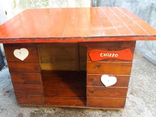 Cucha casita de madera perro grande