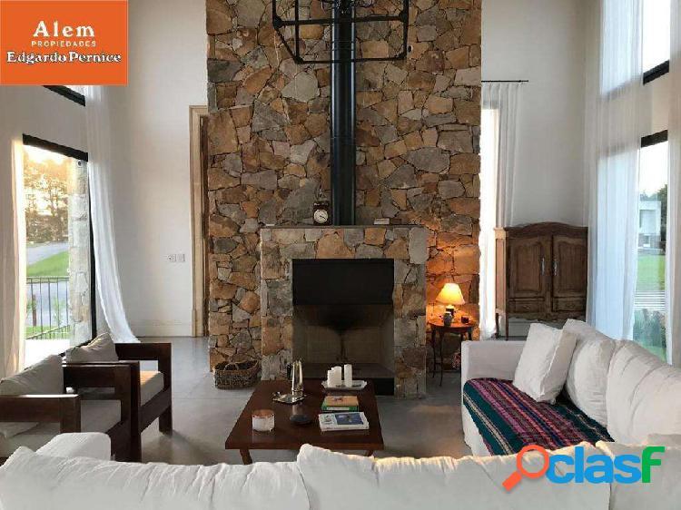 Venta Importante chalet en Rumenco- 5 dormitorios- 5 baños- garage para 3 autos- SUM- Piscina y jardin