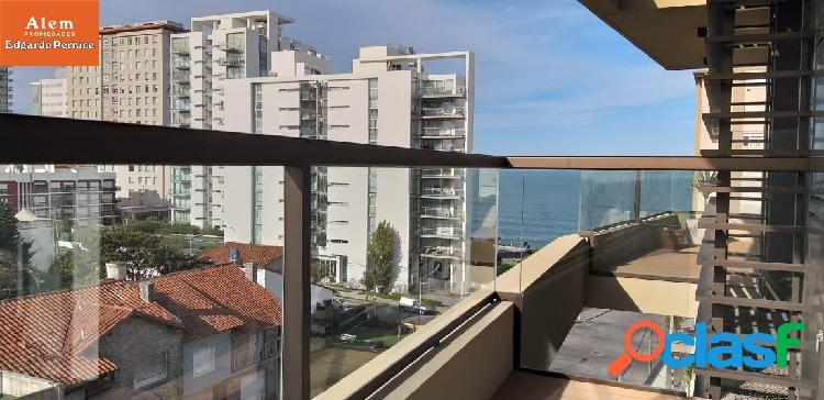 Importante Semipiso de 4 ambientes con balcón-140 mts. cochera a parte.