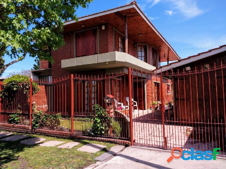 Excelente casa 4 ambientes a metros de av. luro. oportunidad!!