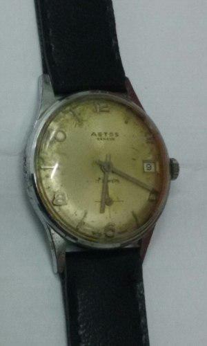 Antiguo reloj a cuerda aetos funciona