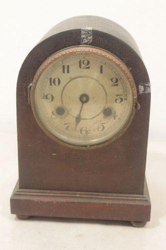 Antiguo reloj de mesa capilla, máquina alemana