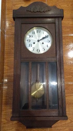 Reloj a pendulo antiguo de pared. casa escasany