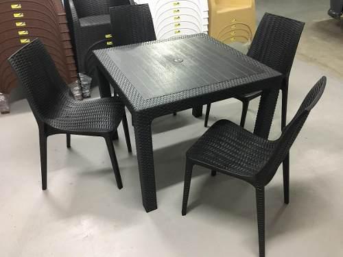 Mesa plastica simil ratan cuadrada 90 x 90 cm