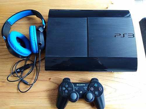 Play station 3 + joystick + auriculares + 6 juegos físicos
