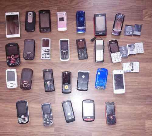 Lote de celulares usados y baterías