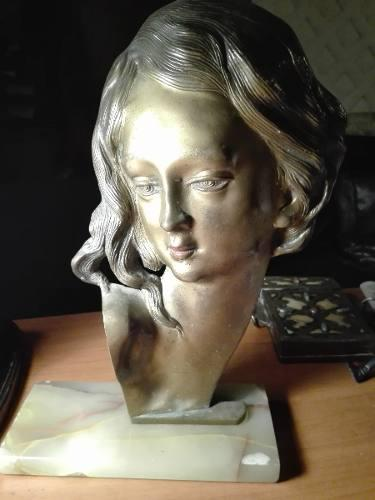 Antigua escultura en bronce art deco con rostro de mujer