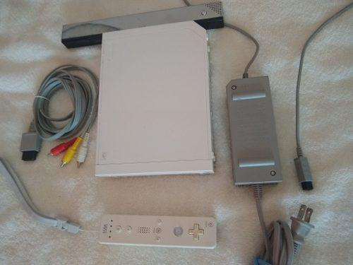 Nintendo wii chipeada/ 1 mando/ sensor/ cable/ fuente eeuu