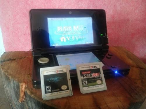 Nintendo 3ds con base de carga y 2 juegos fisicos