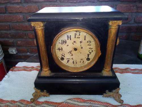 Reloj antiguo madera y metal