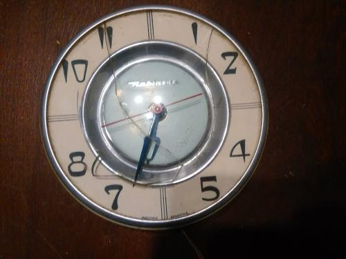 Reloj eléctrico antiguo