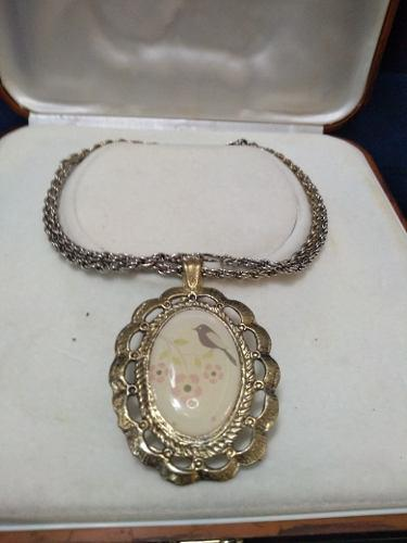 Antigua cadena con medallón