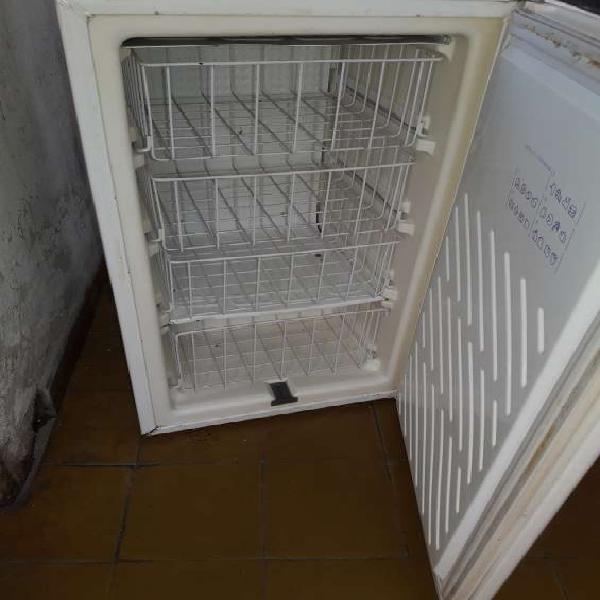 Freezer vertical whirlpool modelo afg200 en córdoba