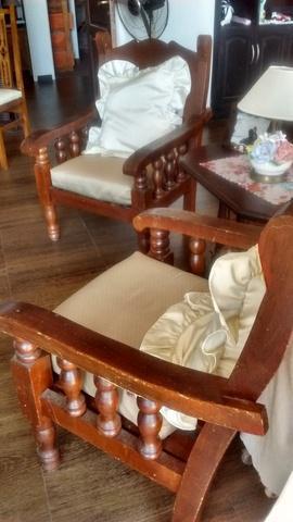 Sillon de madera con almohadones $1.200 c/u el doble $1.800