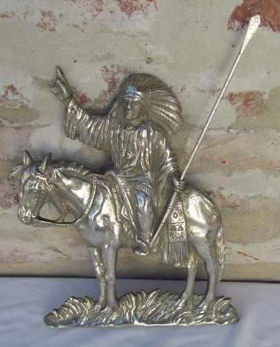 Antigua figura indio a caballo, bronce cromado,muy detallada