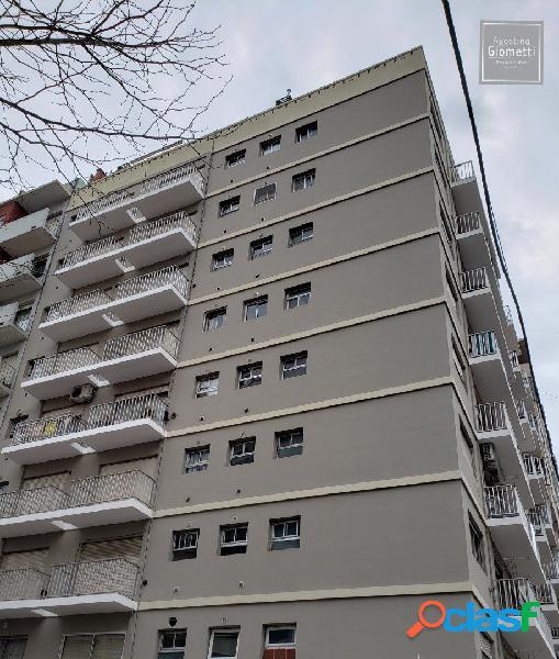 Zona macrocentro. un ambiente amplio c/ balcón a la calle.