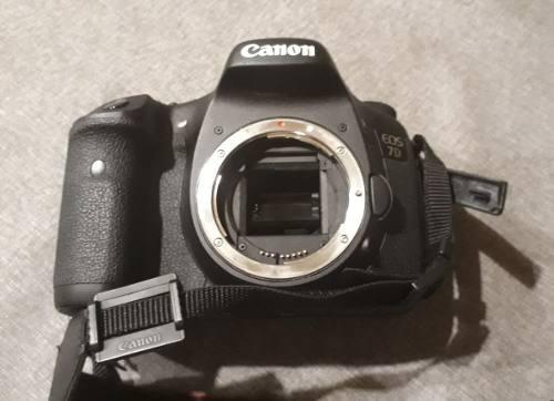 Camara canon eos 7d+ lente 18-135 0.45m / 1.5ft