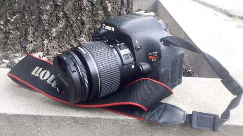 Cámara Reflex Canon Eos T3i + Lente 18-55mm + Memoria 32 Gb