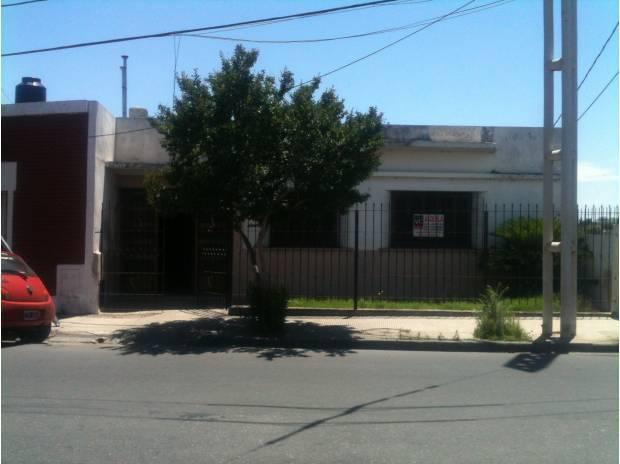 Juniors. 3 dormitorios cochera patio placard asador $4000