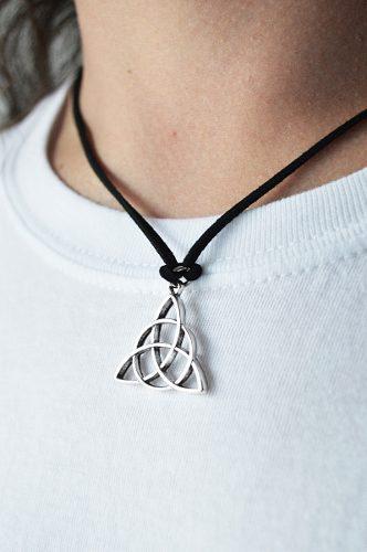Aro Triqueta Colgante Viking Simil Cuero Regalo Amuleto