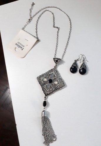 Collar + Aritos Fantasía Con Piedras Negras Grises Y