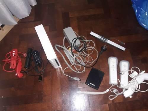 Wii completa: consola, controles, namchuck, cables, etc