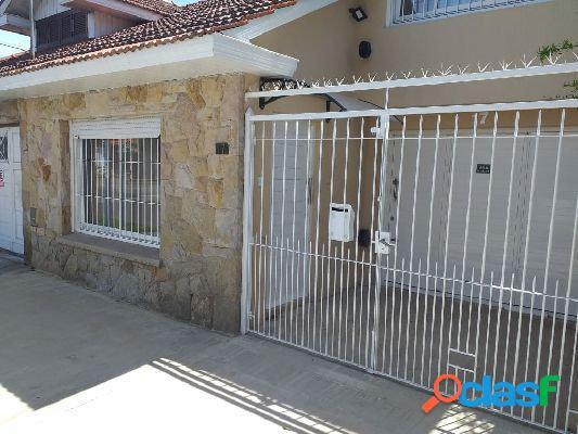 Venta de duplex 3 amb. con cochera doble cubierta - barrio parque luro