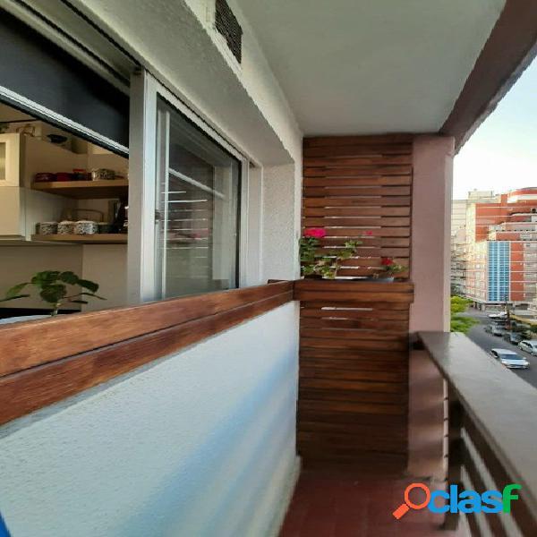 Venta mono ambiente a la calle con balcón- cocina y baño completo
