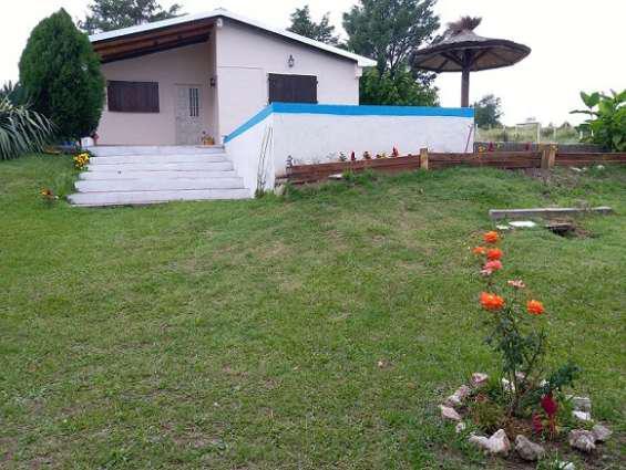 Vendo casa zona villa carlos paz 2 dorm c pileta en villa