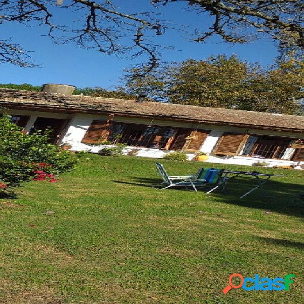 Casa quinta de 3 ambientes con piscina sobre gran lote en sierras de los padres/ la peregrina